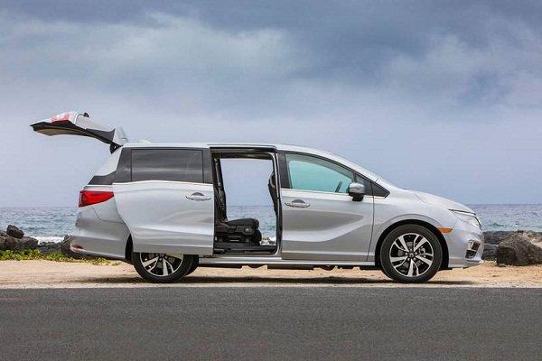 2019 Honda Odyssey open door
