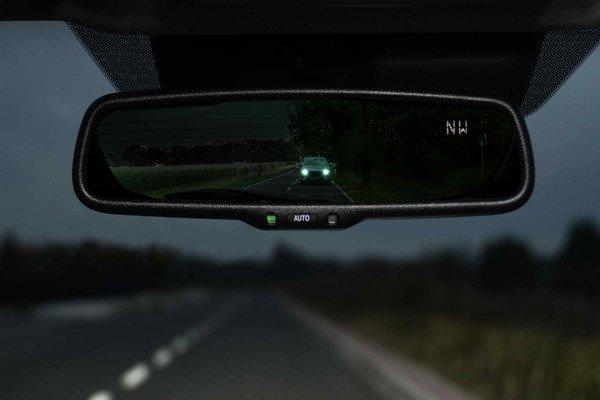 Auto dimming mirror