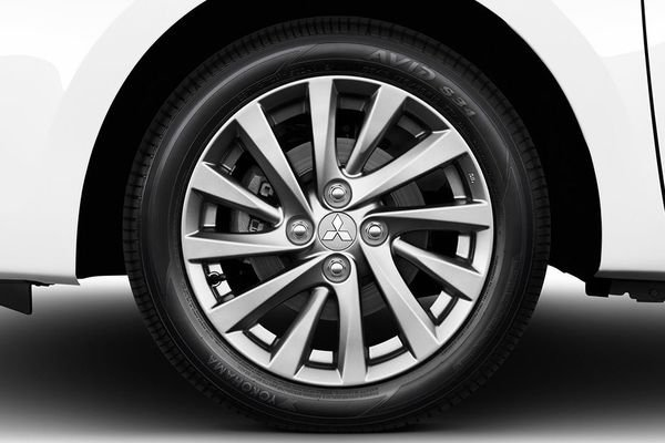 Mitsubishi Mirage G4 tires