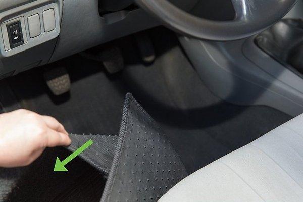 removing car floormats