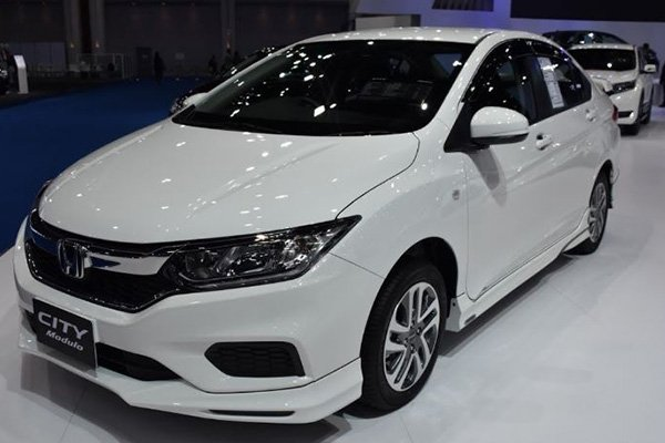 A picture of a white 2019 Honda City