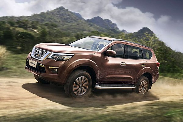 A picture of a Nissan Terra climbing a hill