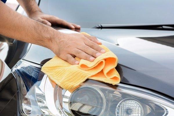 Wiping car exterior