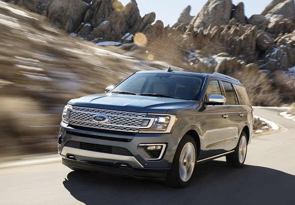 Ford Expedition 2019 on the road