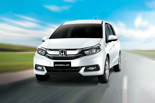 A 2019 Honda Mobilio in a simulated enviroment