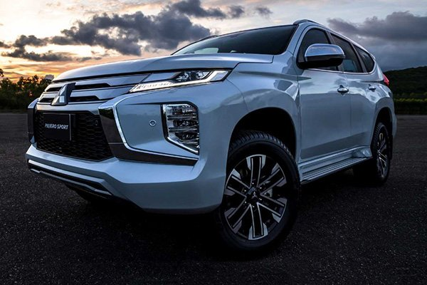 2020 Mitsubishi Montero Sport front view with the LEDs turned on