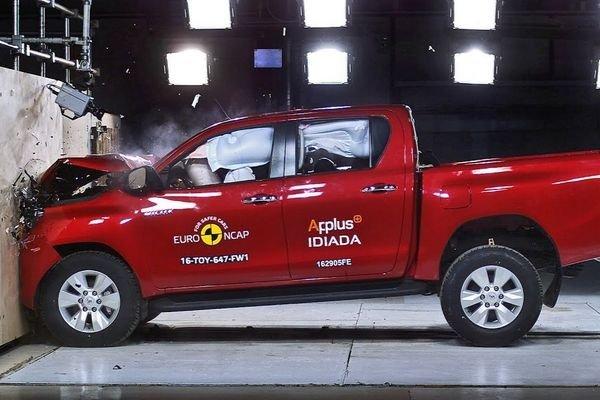 toyota hilux vs strada 2020 comparo  keep on trucking