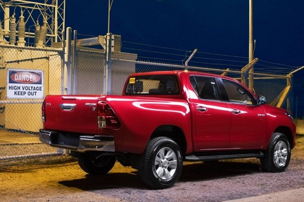 Toyota Hilux 2020 rear view