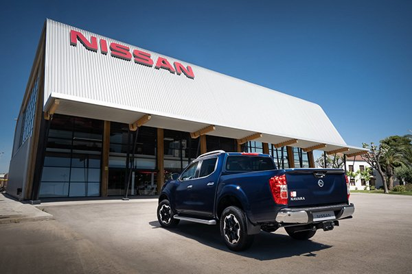 A picture of the 2020 Nissan Navara parked near a Nissan dealership