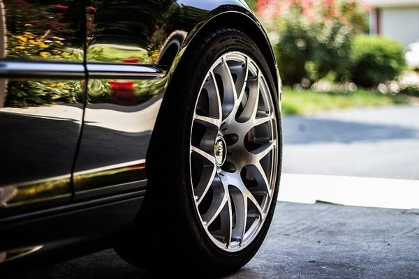 car with tubeless tire