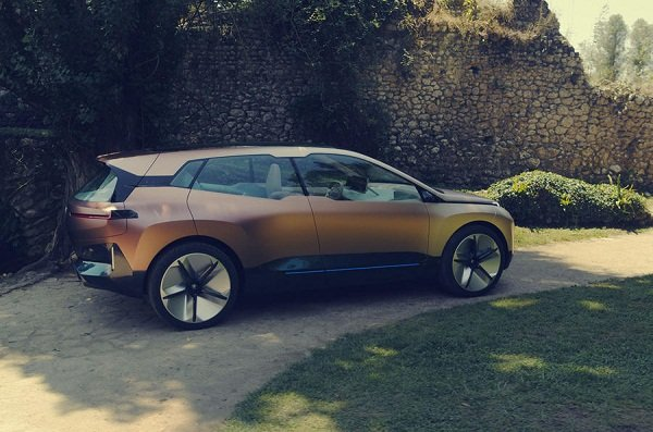 2021 BMW iNext side view