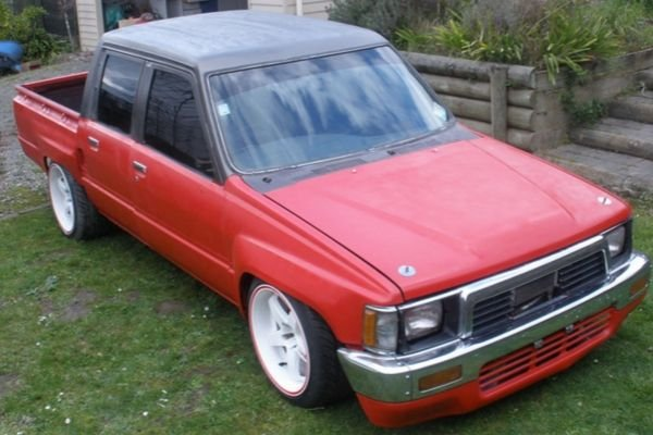 A picture of the Hilux with a 2JZ engine