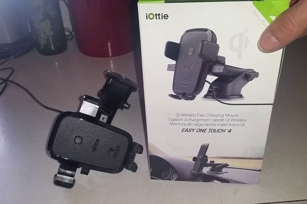This iOttie Easy One Touch Qi Fast Charge CD Slot Mount