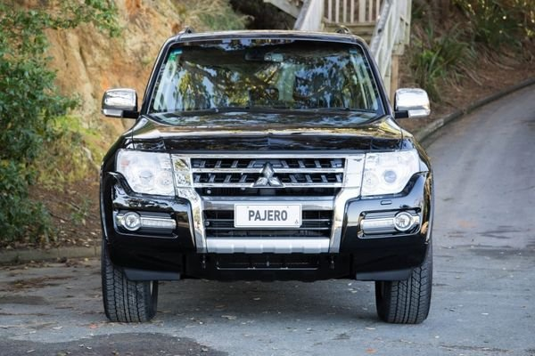 A shot of the 2020 Mitsubishi Pajero's front end