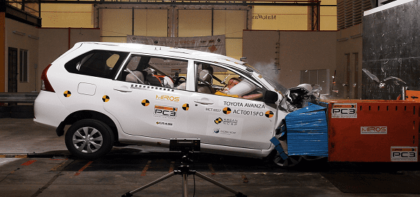 Toyota avanza crash test
