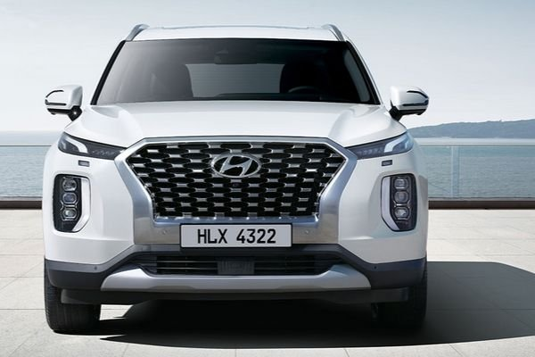 A picture of the Hyundai Palisade's front end