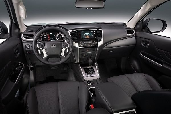 A picture of the Mitsubishi Strada's front cabin