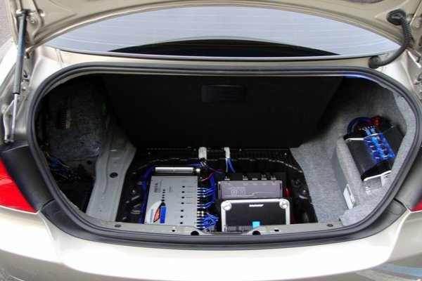 car with amplifier