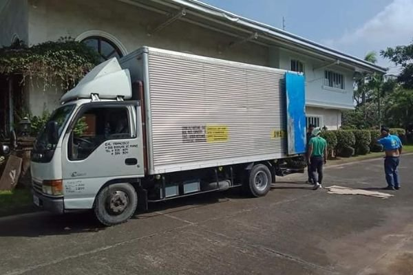 A picture of one of EA Francisco trucks.