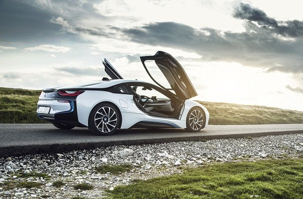 BMW i8 flying
