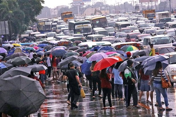 A picture Metro Manila commuters