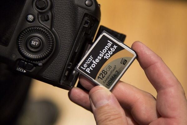 Digital camera and SD card
