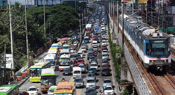 A picture of heavy traffic along EDSA