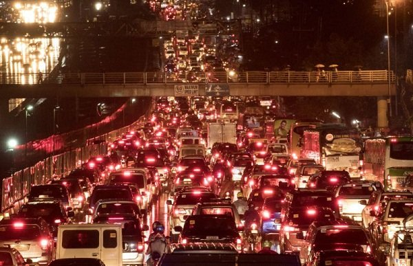 A picture of a night traffic jam on EDSA