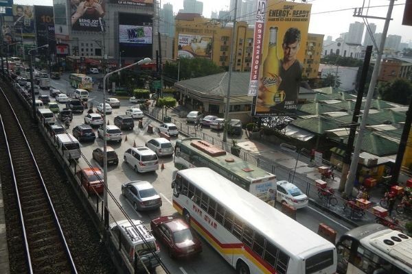 traffic congestion in metro manila: A picture of EDSA with heavy traffic