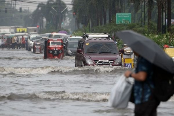 A picture of a flooded street on Metro manila
