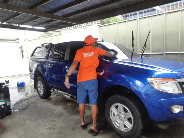 A picture of Mr. Sponge Car Wash's staff going car wash service at home for a customer
