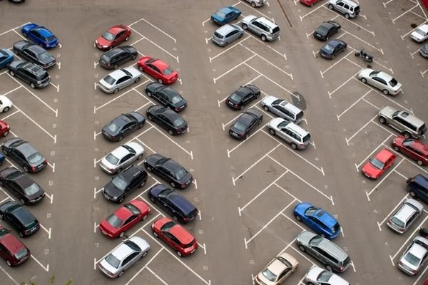 A picture of an angled parking lot.