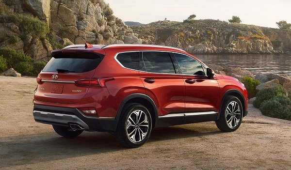 A picture of the 2019 Hyundai Santa Fe's rear.