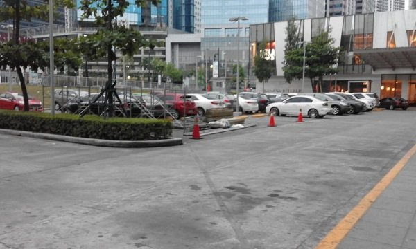 A picture of the Bonifacio High Street parking lot