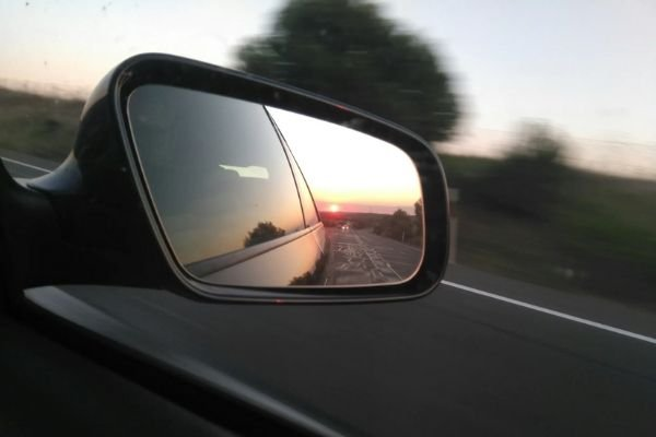 A picture of a typical side mirror.