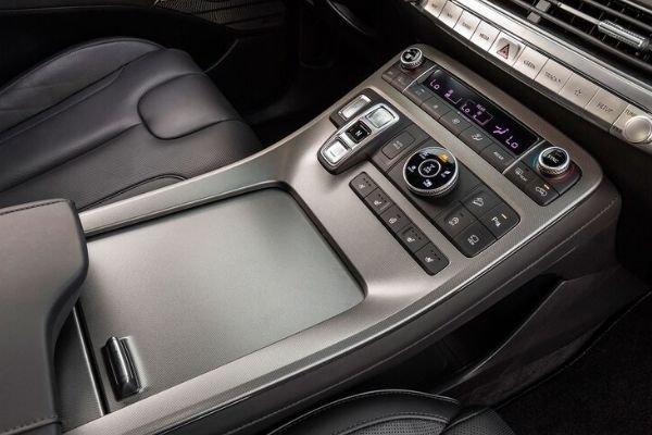 2020 Hyundai Palisade massive center console