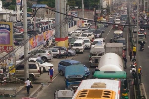 A picture of traffic in Cavite.