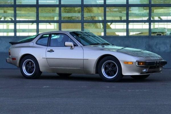 A picture of a Porsche 944