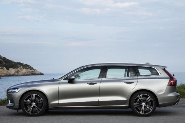 volvo-station-wagon-on-the-road-profile