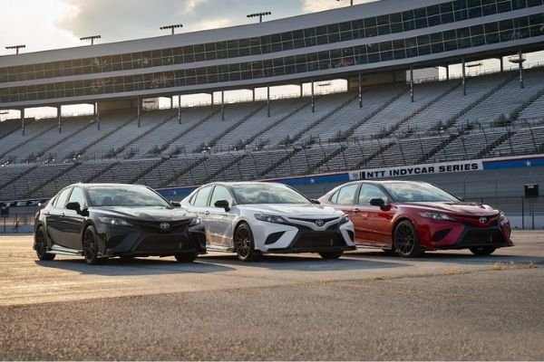 toyota-camrys-on-display-at-track