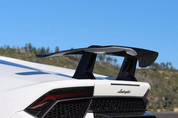 Lamborghini Huracan Performante's rear wing