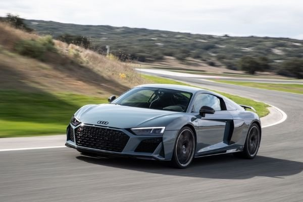 2020-audi-r8-on-the-road