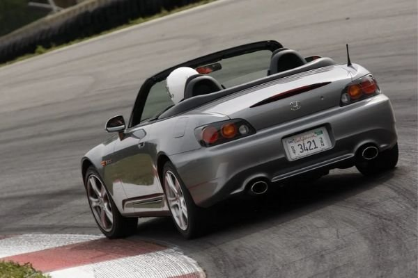 honda-s2000-attacking-the-bends