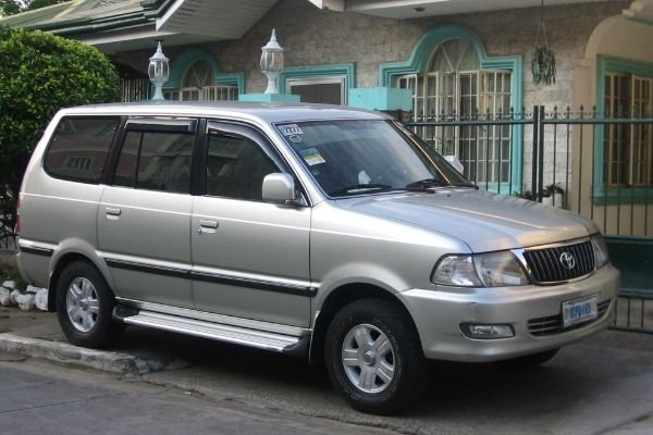 A picture of the Toyota Revo.