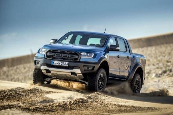 Ford Ranger raptor going off-road