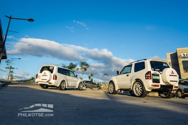 2 pajeros against the sunset