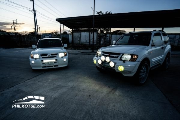 2 pajeros light on