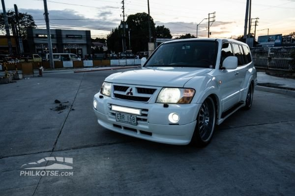 pajero lwb light on