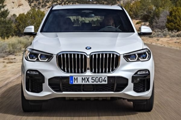 BMW X5 highlighting the kidney grille
