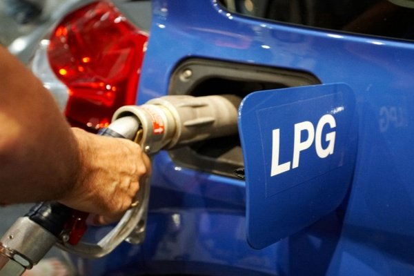 Refilling LPG gas